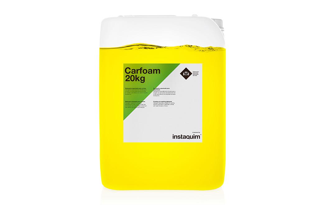 Carfoam, detergente espumante para coches.