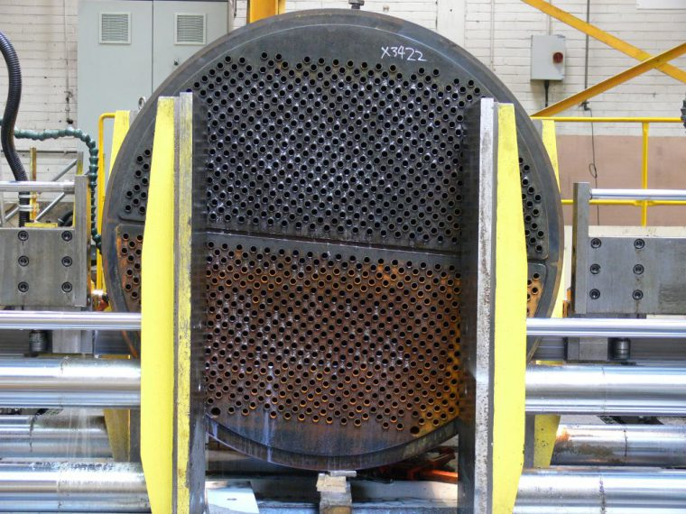 Recovering end plates from heat exchangers