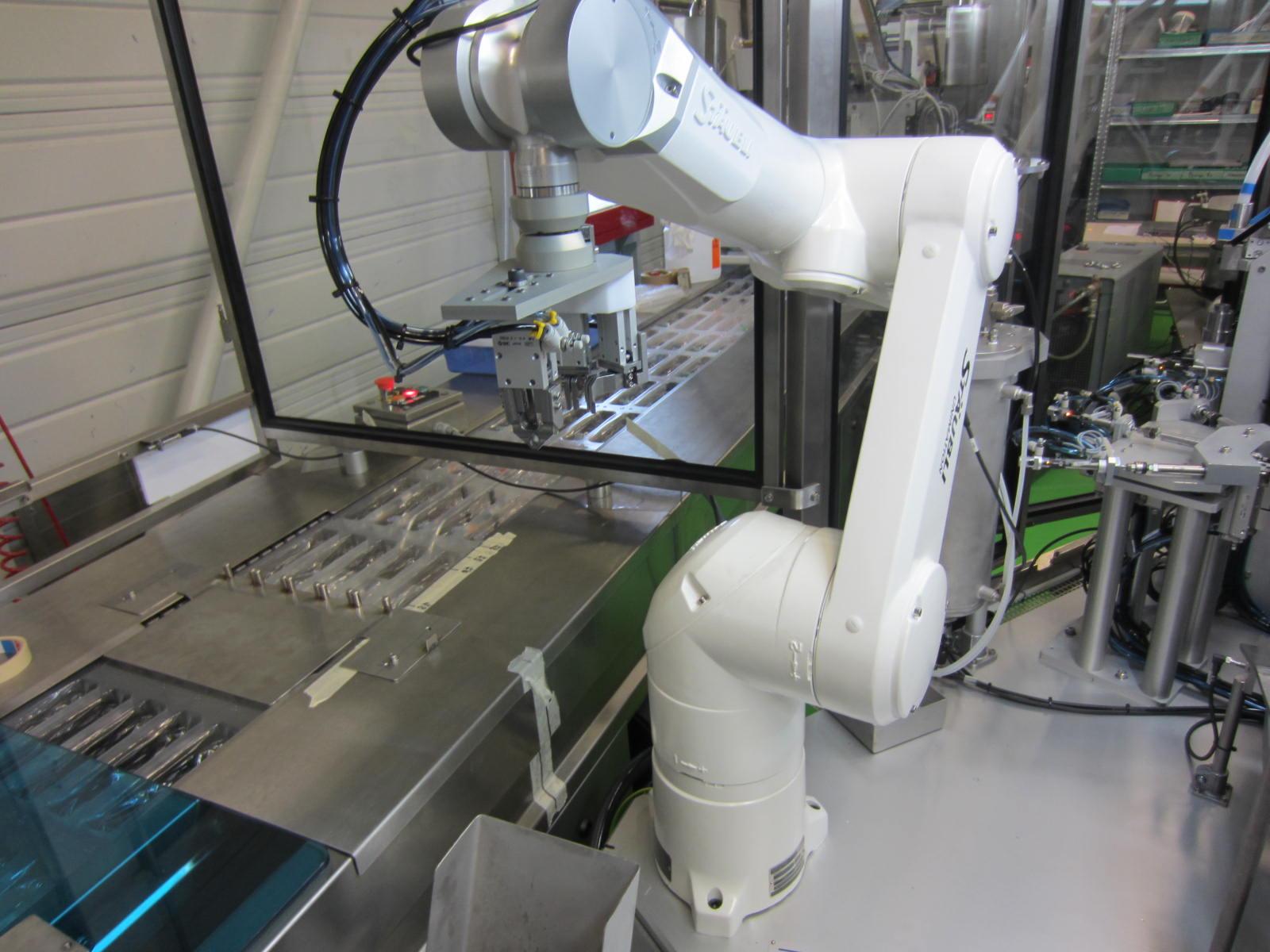 Intégration de robots industriels dans des machines d'assemblage automatique