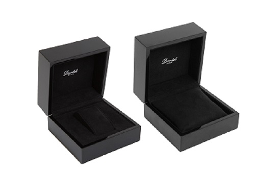 Extérieurbois laqué brillant couleur noire Intérieursimilidaim couleur noire Contre-boîte couleur noire Personnalisati