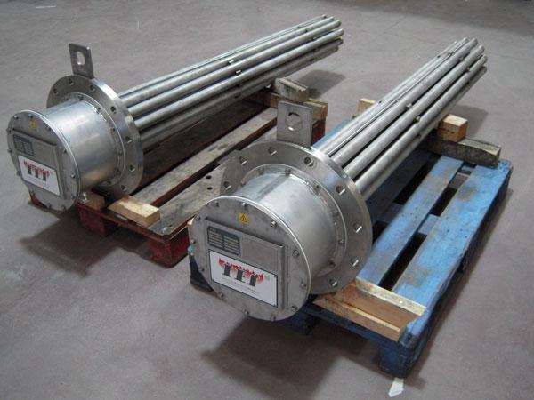 Los calentadores de inmersión con brida están formados por elementos tubulares, caja de conexión y brida de fijación y e