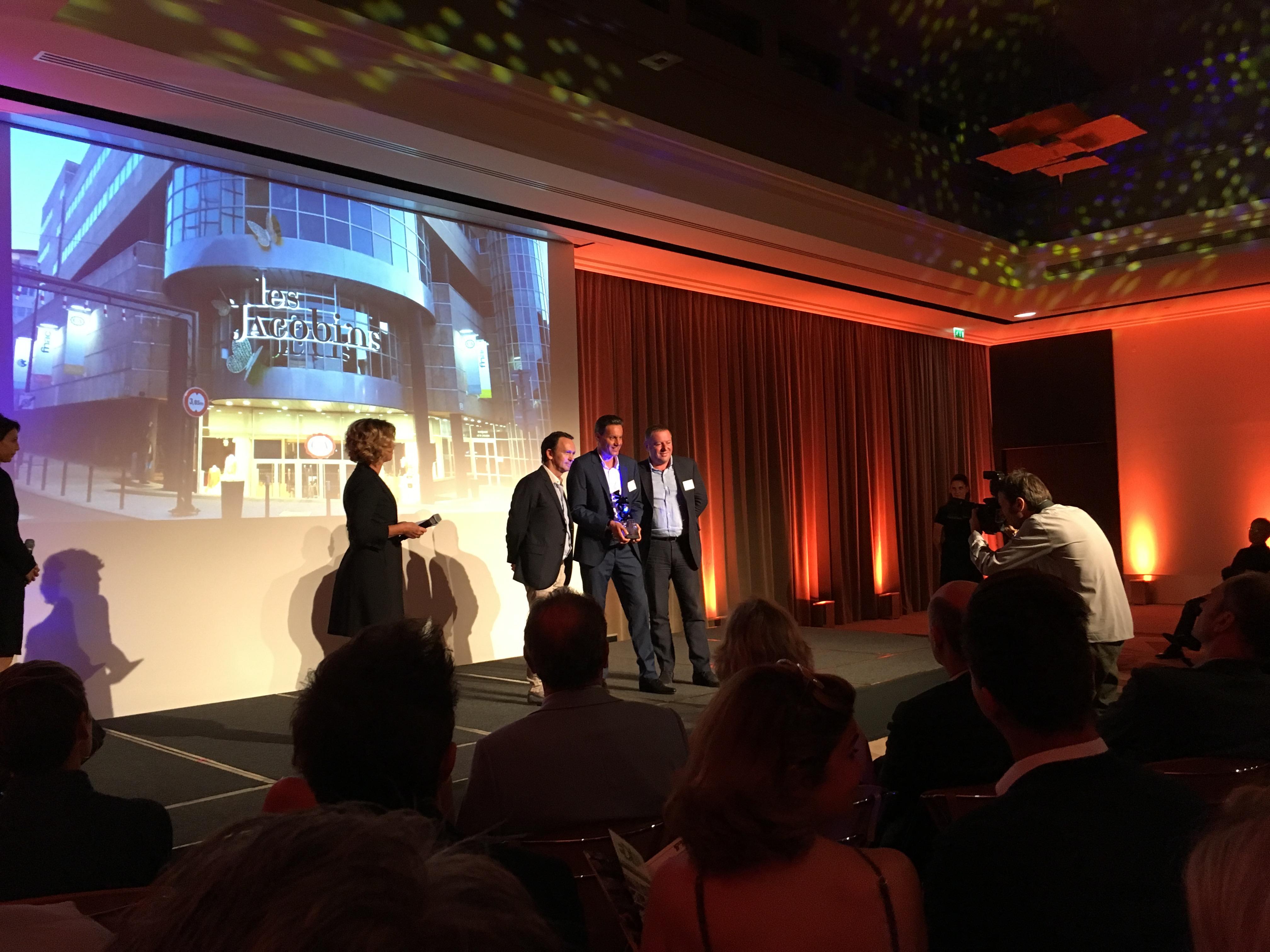Actif Signal remporte le prix de l'Enseigne unitaire ICONA D'OR 2016 avec « Le Centre Commercial Les Jacobins ».