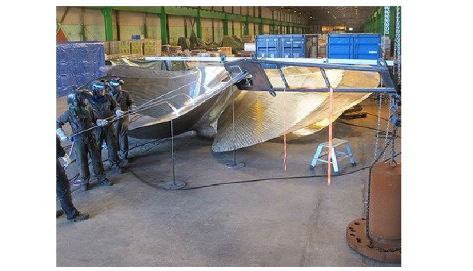 Mobile machining  MarineShaft carries out all kinds of repairs to propeller equipment and rudder arrangements world-wide