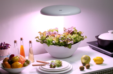 PARPOT was developed to make plant pots that can grow without sunlight inside. Even in poorly lit rooms, PARPOT consists