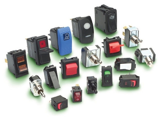 Spínače, vypínače, přepínače, tlačítka, jističe, AC resp. DC power distribution Carling Technologies pro náročné aplikac