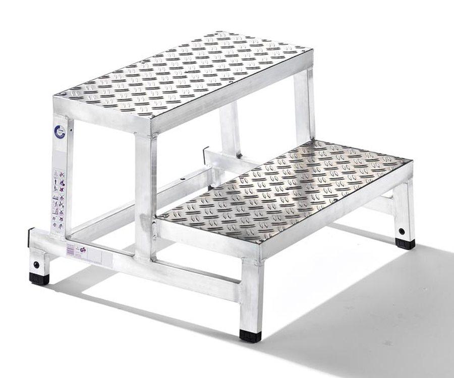 Grundmodul, 2-stufig Besonders robuste Aluminiumkonstruktion aus geschweißten Rechteckrohrholmen Komfortable und rutschf