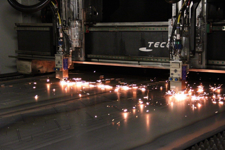 láser Bystronic con mesa de 4000x2000x20mm. que nos permite obtener productos con la mayor precisión. Se realizan bajo p