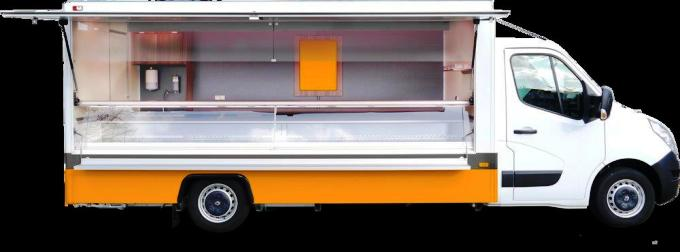 Výbava Průchod do kabiny řidiče Boční ruční výklopná klapka Přípojka 24V/230V Signalní zvonek 2 x chladící box pod vitrí
