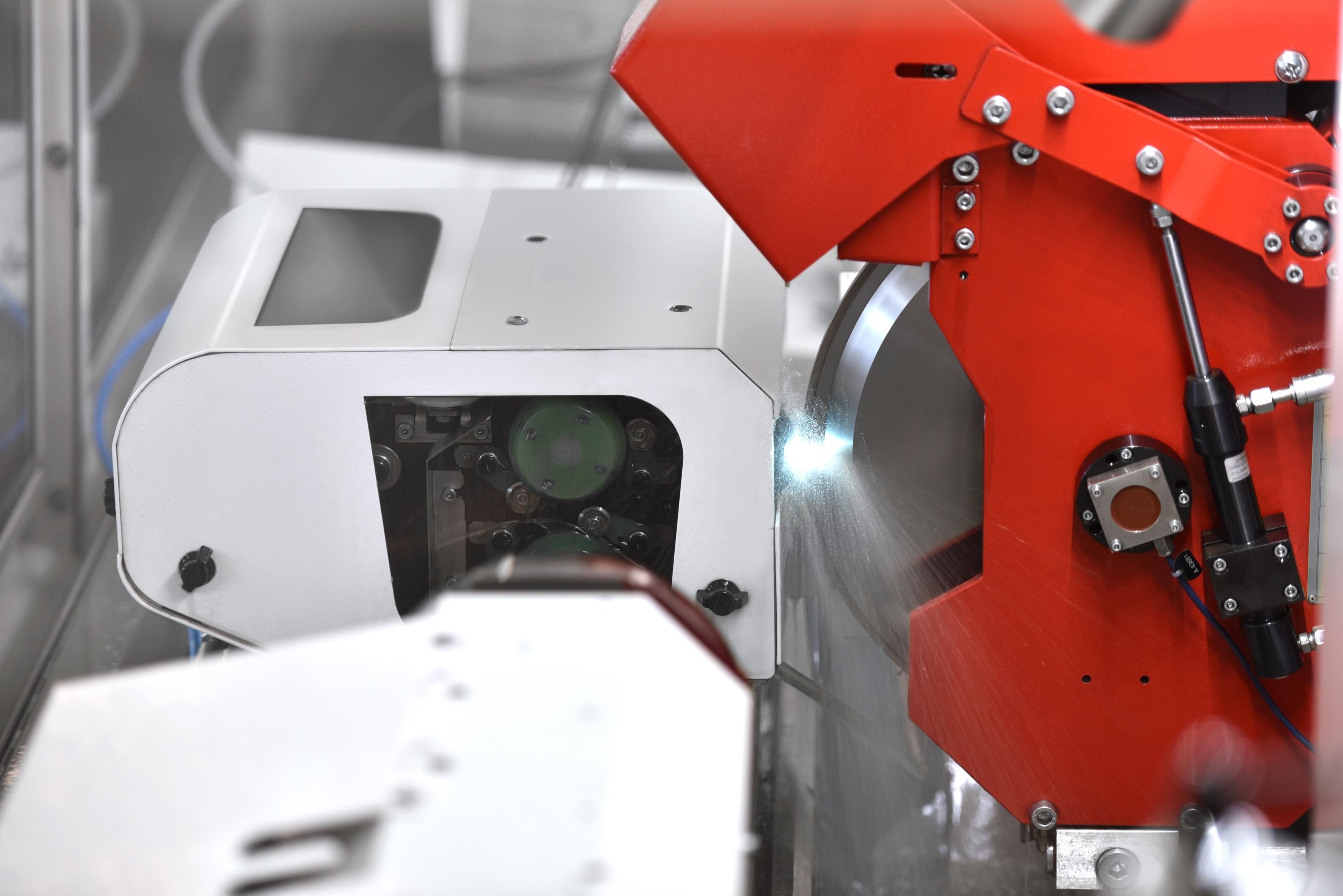 STUDER WireDress® - neue Technologie zum Abrichten von metallgebundenen Schleifscheiben.