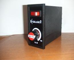 VARIADORES DE TENSION- KOSVAR-2000 ( 2KW.)  - Regulador de tensión para carga resistiva. - Alimentaci