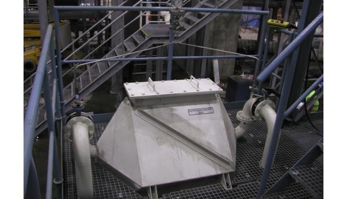 Adsorbéry Adsorpce je proces, při kterém se emise zachycují na povrchu pevných látek, jako je např. aktivní uhlí. Tyto l
