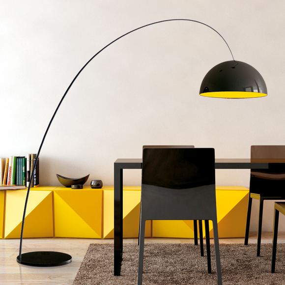 The organic shape of the Glow collection is the essential element of this elegant light. The interior of the hanging lam