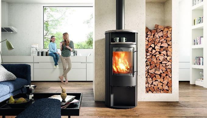Beinahe in jedem trendigen Wohnmagazin sieht man Kaminöfen räumlich und farblich in die Wohnarchitektur integriert. Sie