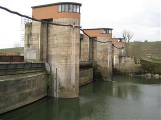Instandsetzung von Wasserbauwerken aus Altbeton