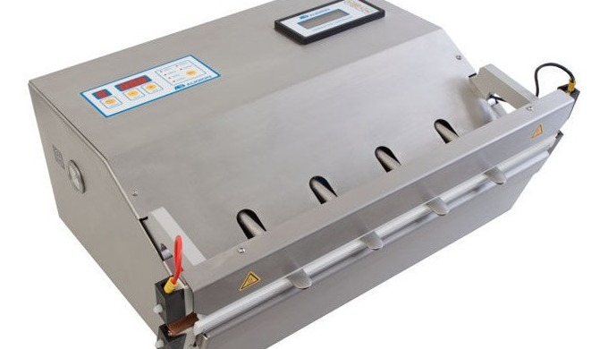 The Audion 520 MVMed isa powerful, stainless steel vacuum sealer equipped with a vacuum nozzle and bi-active sealing ba