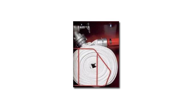 Hydranty z wężem zwiniętym w podwójny krąg