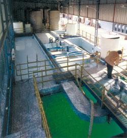Los vertidos industriales poseen una carga contaminante que debe ser tratada antes de su salida a los colectores exterio