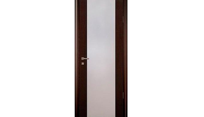 Данная серия представлена дверными блоками из массива сосны, фанерованного шпоном (цвет беленый дуб/венге) с финишным по