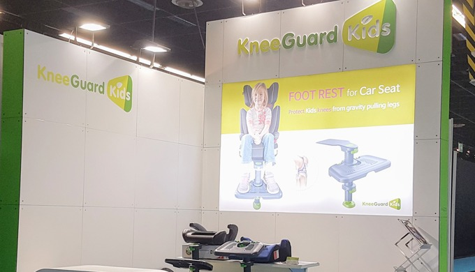 KneeGuardKids, Car Seat Footrest3 attended Kind+Jugend 2018