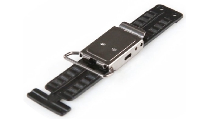 Attach the buckle to the buckle by attaching the strap to the buckle and attaching the buckle to the buckle. It can be u