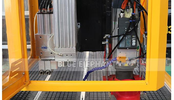 1325 machines de travail du bois de coupeur de commande numérique par ordinateur d'ATC avec des trous de perçage