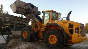 Frölén Kross AB har en maskinpark bestående av för- och efterkross anläggningar av olika storlekar för olika uppdrag. De