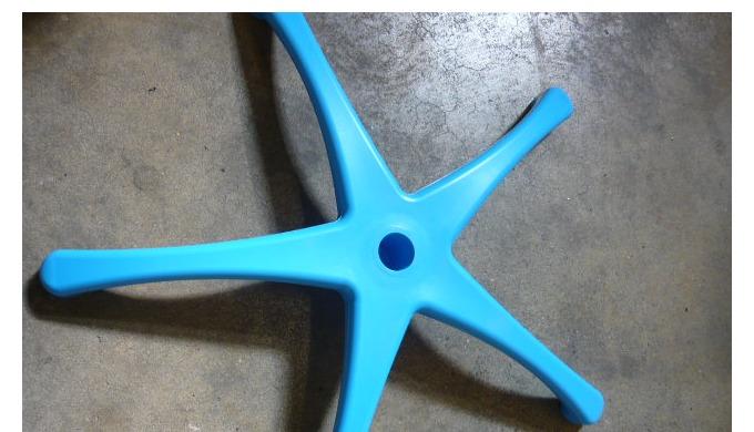 Base en plastique pour porte-sérum ou présentoir avec le cône intégré.