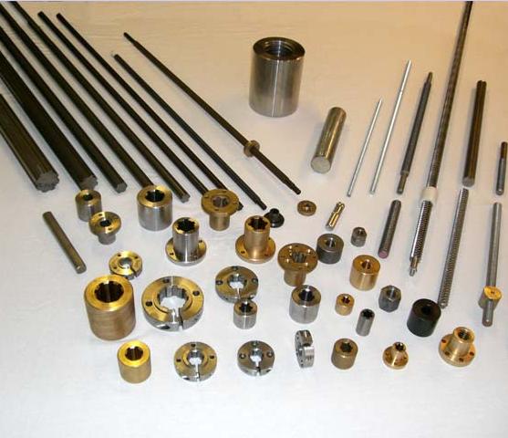 Splinesaxlar och splineshylsor med en bomdiameter från 14 till 54 mm /DIN 5463. Andra splinesstandarder kan också levere