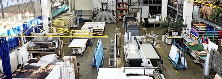 Dank unseres topmodernen UV Flachbettdruckers sind wir in der Lage, auf sämtlichen starren und flexiblen Materialien bis