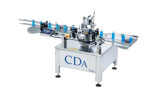 Conçue par la société CDA, la Solo est une étiqueteuse automatique de taille ultra compacte qui permet d'appliquer une é