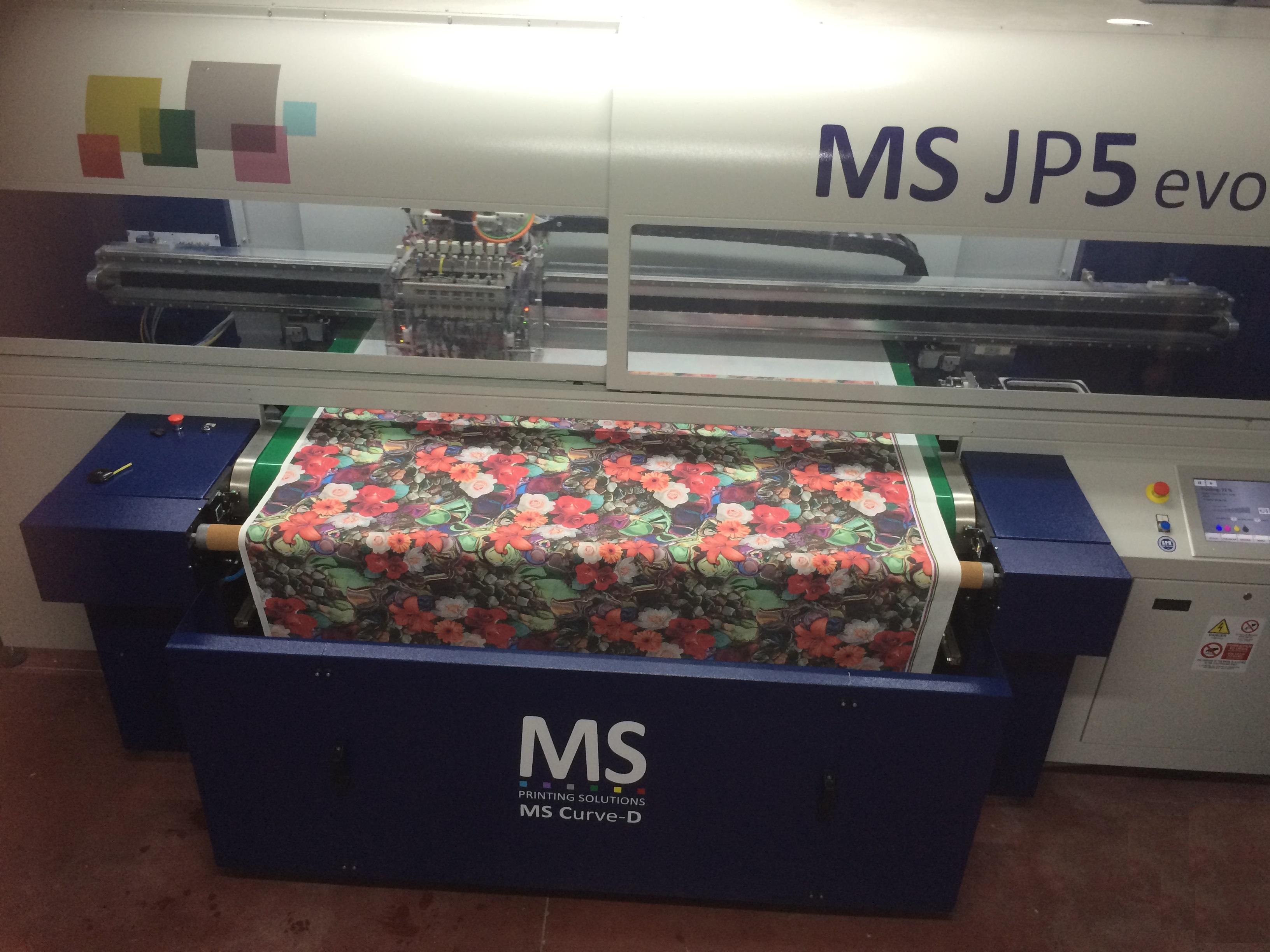 Digital printing on fabrics made of cotton, cotton/polyester, bamboo, cotton/bamboo, modal, polyester, linen, silk.