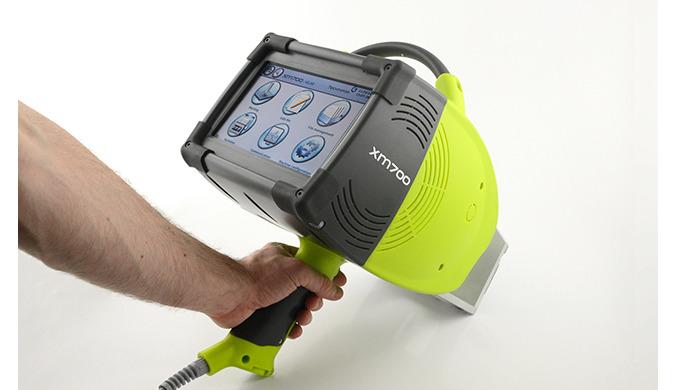 La máquina de marcaje por micropunto XM7000 es la solución portátil para identificar materiales y herramientas y para ga