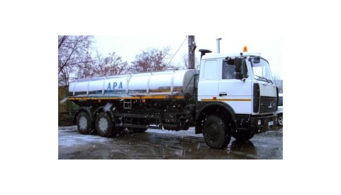 Camioane cisterna.