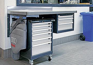 Konventioneller Werkstatteinrichtungen mit Werkbänken und Schubladenblöcken gehören auch zu unserem Produkte-Sortiment.