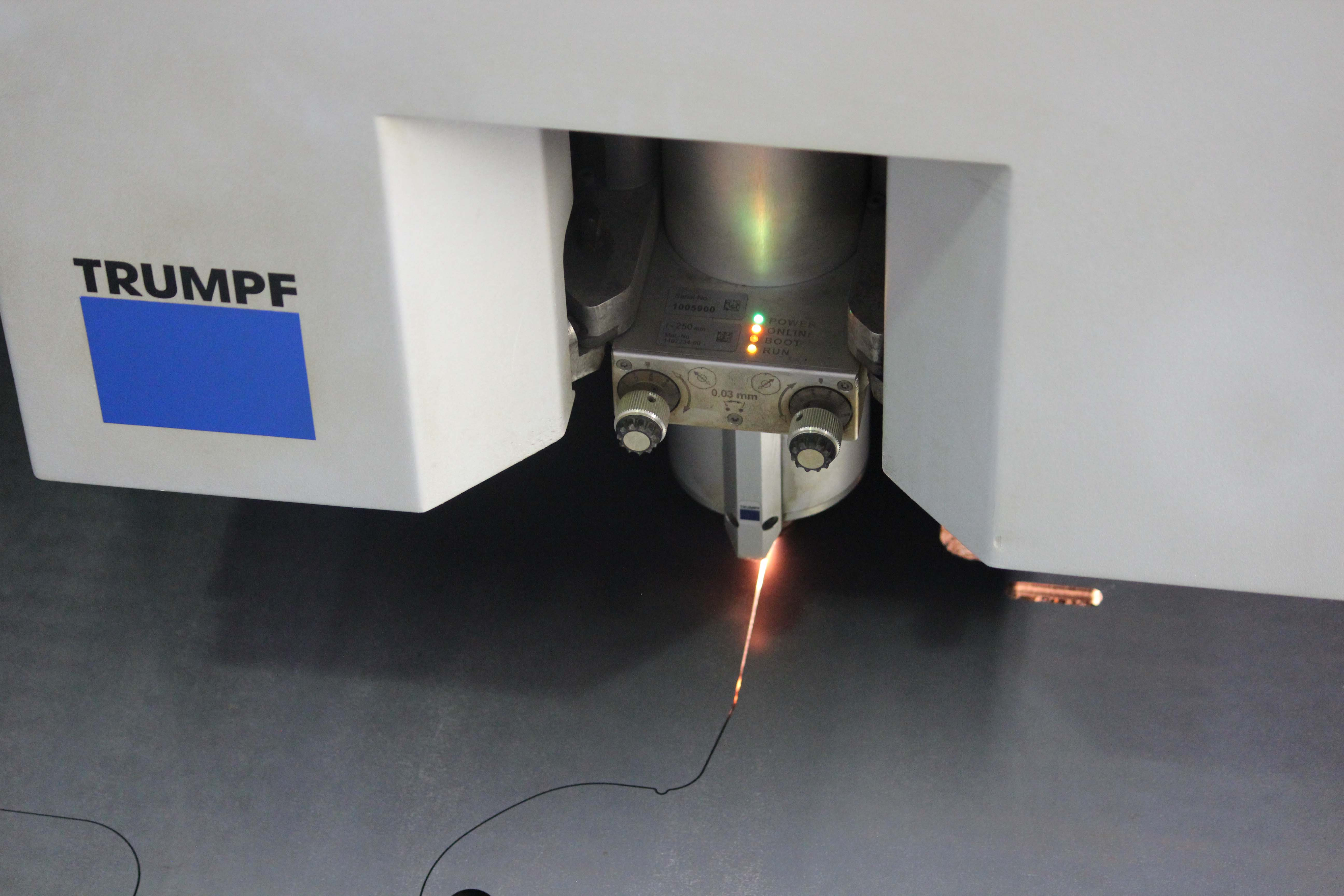 Laserové řezání - laserový řezací stroj TRUMPF TruLaser 3030 (3,2 kW) CNC řezání ocelových plechů laserem, laserové výp