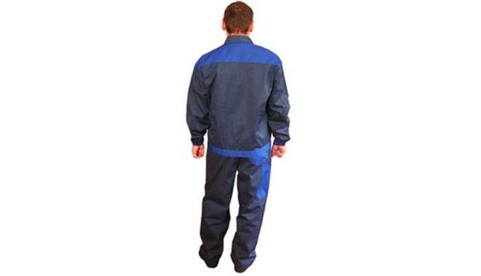 Состав сырья: 53% хлопок, 47% полиэфир Курткаудлиненная прямая с центральной бортовой застежкой на 5 петель и пуговиц.