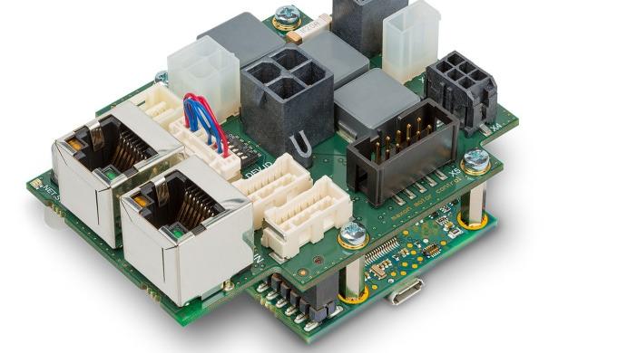 Kompakter Controller kommuniziert via EtherCAT
