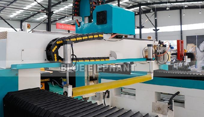 Machine de gravure de jouets en mousse 3D ELECNC-1325 avec rouleau presseur