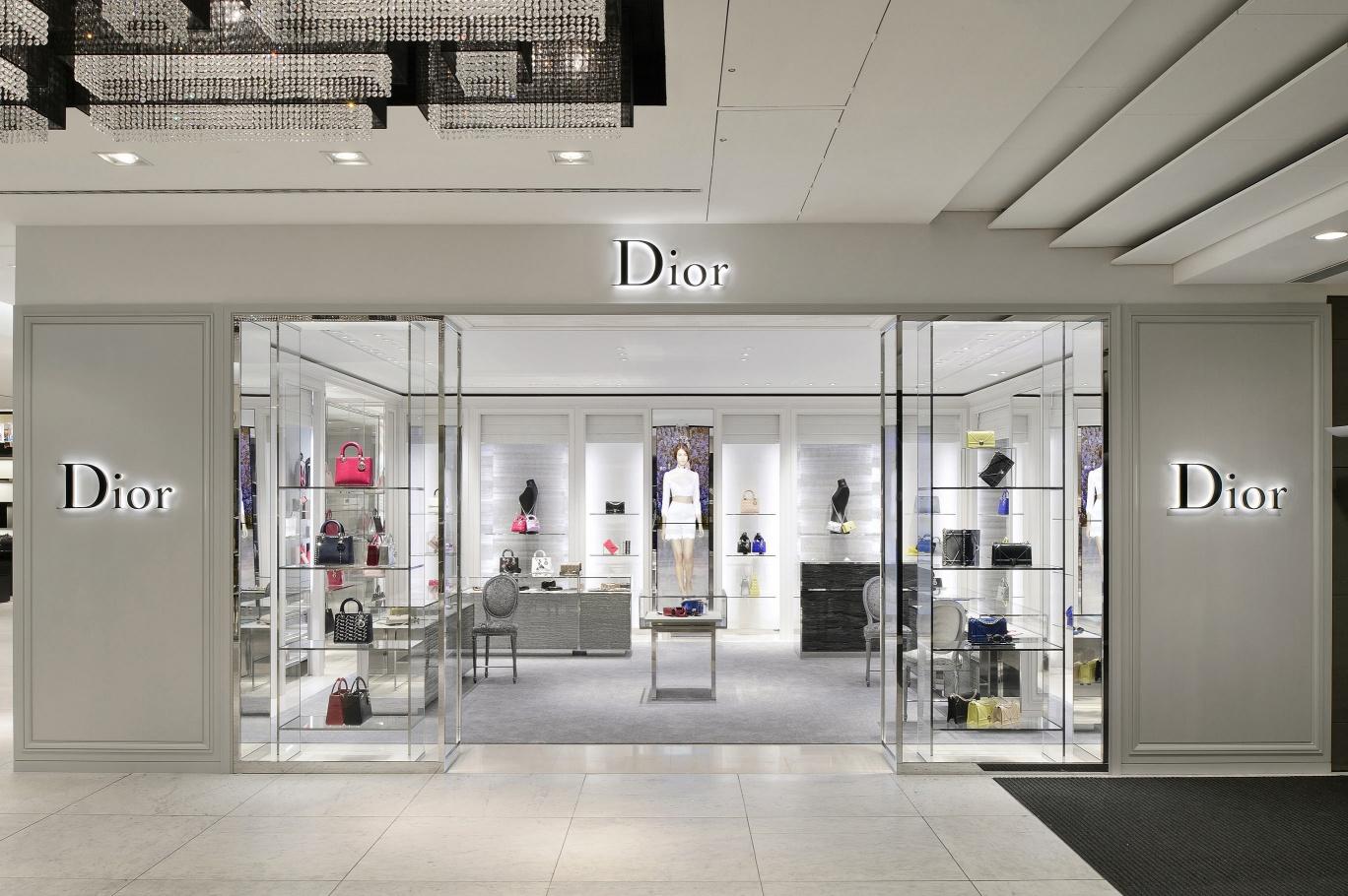 Actif Signal réalise les enseignes de la boutique Dior - Breuninger à Stuttgart (D)