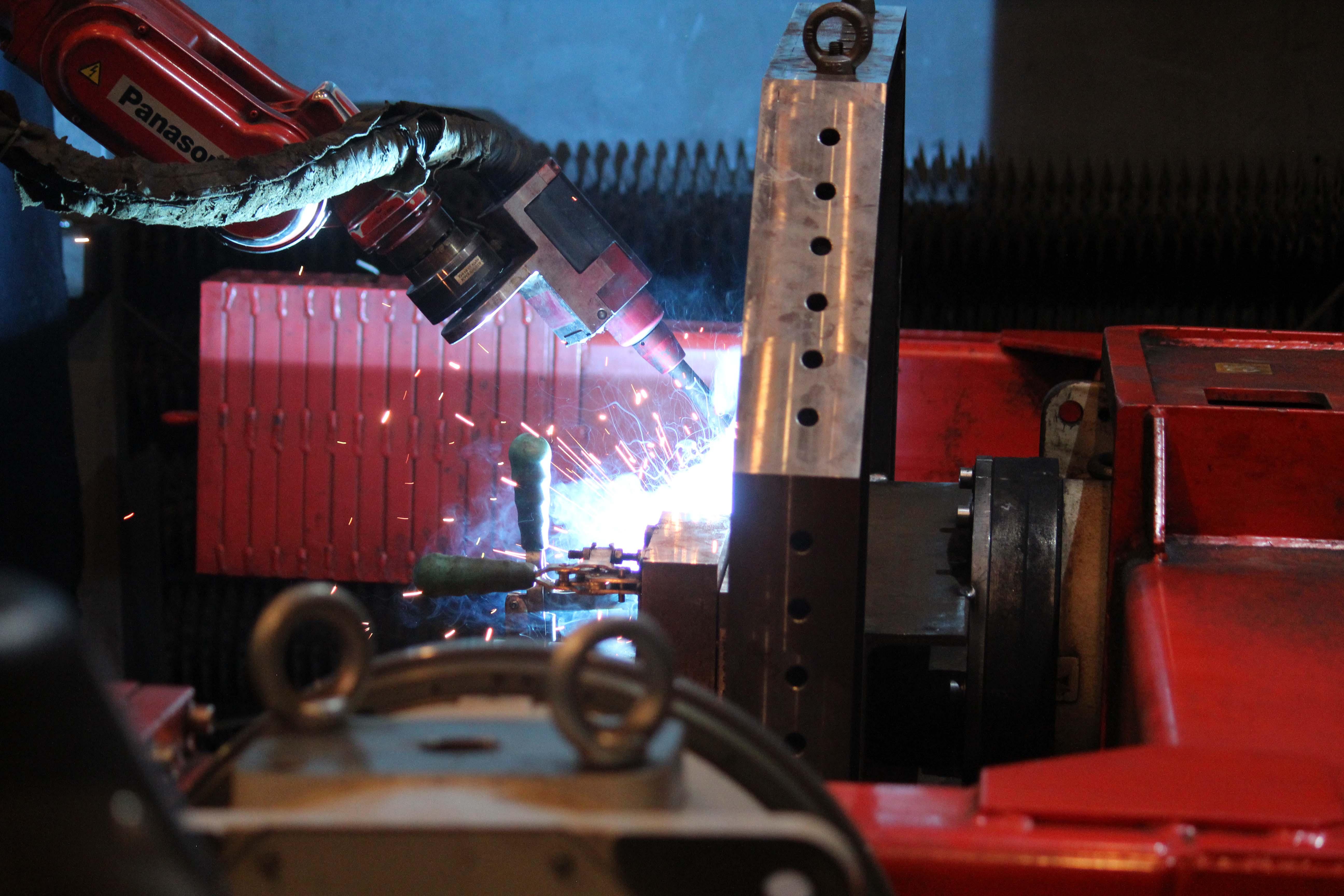 Robotické svařování kovů - svařovací robot PANASONIC TWR1900 Robotické svařování kovů, přesnésvařované konstrukce a sva