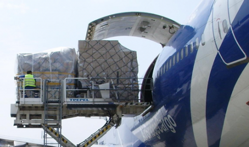 Transport aerian de marfuri.
