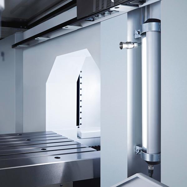 Haas-Schleifmaschinen mit Waldmann-LED-Maschinenleuchten ausgestattet
