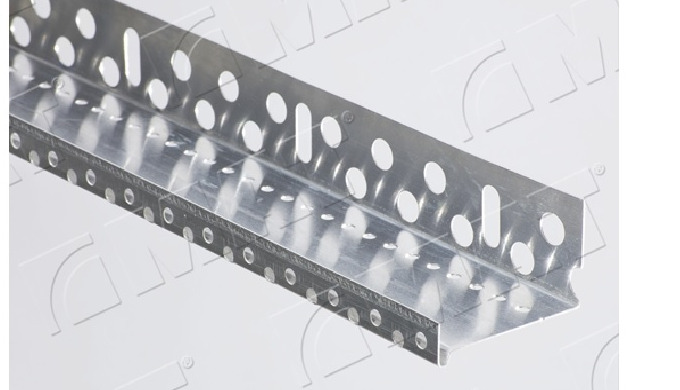 Aluminium skirting profiles for thermal insulation and insulation systems
