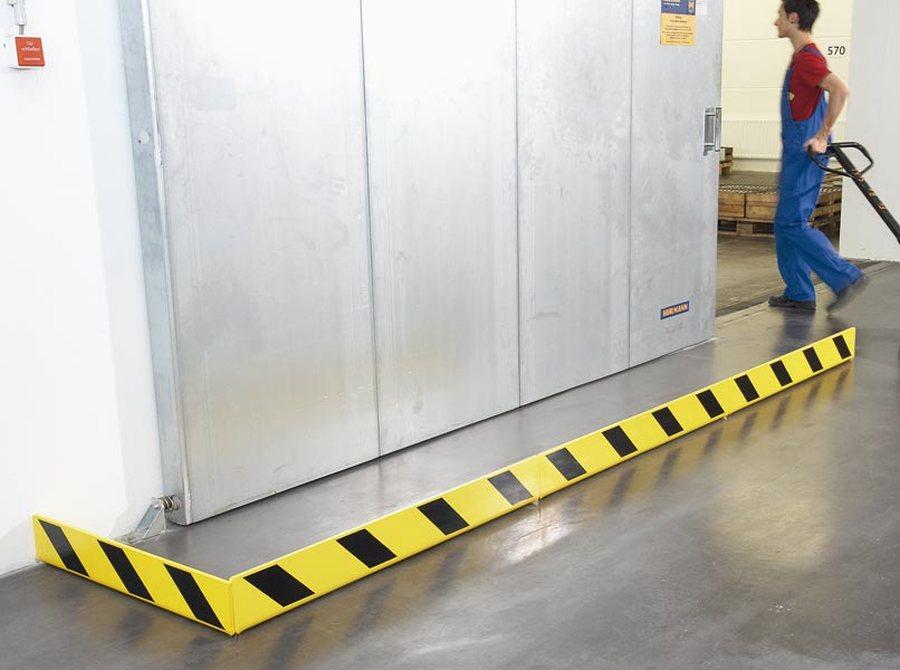 Schutz vor Beschädigungen an Lager-, Brand- und Sicherheitstüren Hohe Warnwirkung durch eine gelb / schwarze Warnmarkier