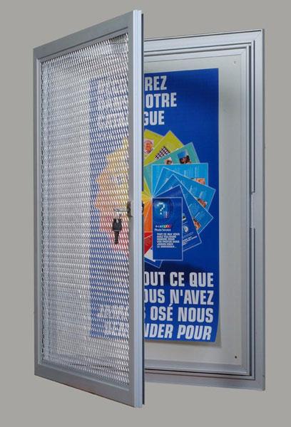 Pour l'extérieur mais également pour l'intérieur Cadre aluminium anodisé naturel très rigide Porte battante en plexi 3 m