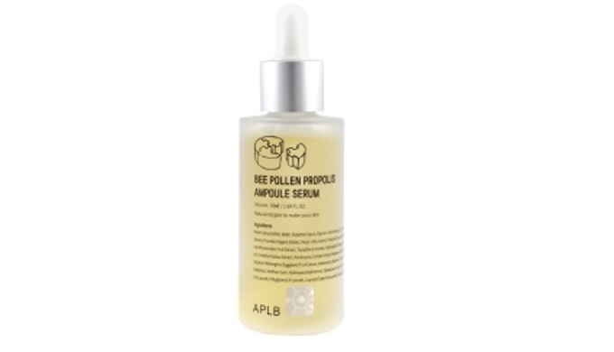 Infused with Pollen Extract 43%, Vitamin C and patented ingredients, this premium highly concentrated anti-aging ampoule