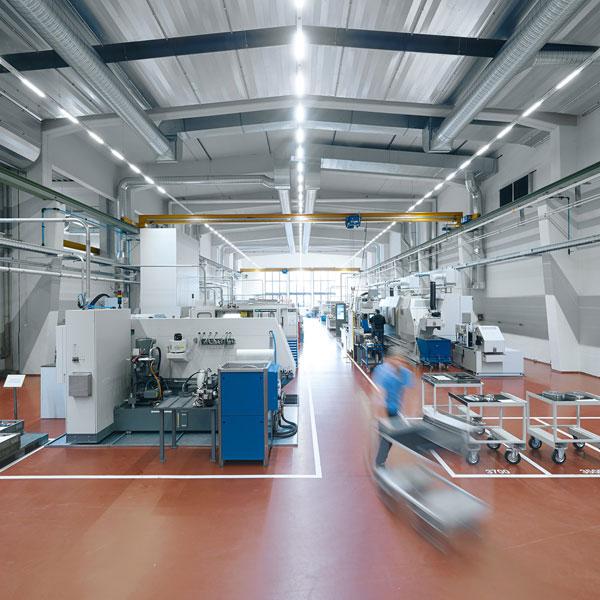 Waldmann Hallenbeleuchtung spart 66 % Energie ein