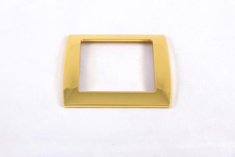 LATONADO ORO:Recubrimiento similar al oro en cuanto a su apariencia, si bien con una calidad bastante inferior, y por ta