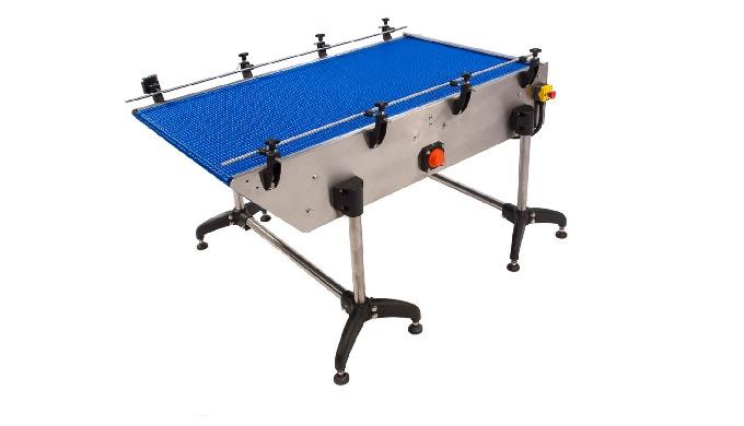 Conçue par CDA, la table de chargement/déchargement par tapis modulaire permet une alimentation automatique d'une gamme