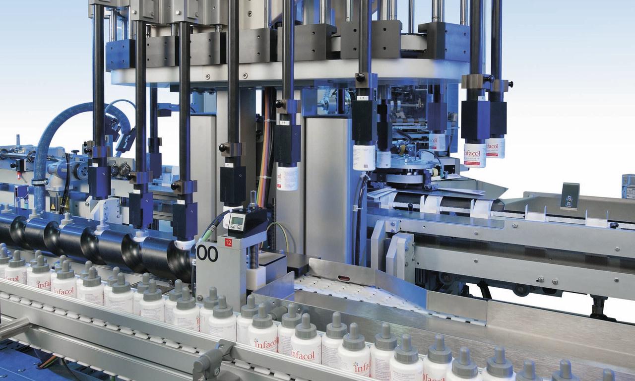 Behältnisse:- Behältniseinteilung über Einlaufschnecke - Behältnistransport mittels Pucks für flexible Produktion und sc